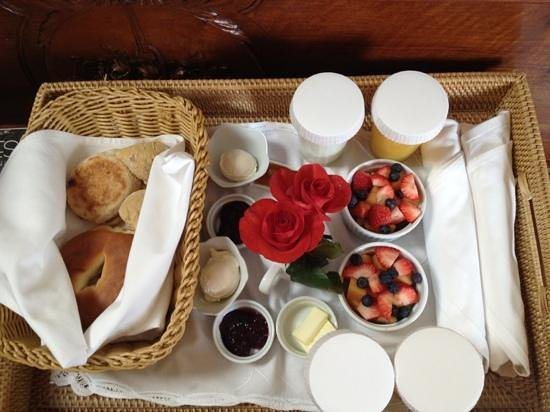 Lincoln Green Inn:                   Are continental breakfast