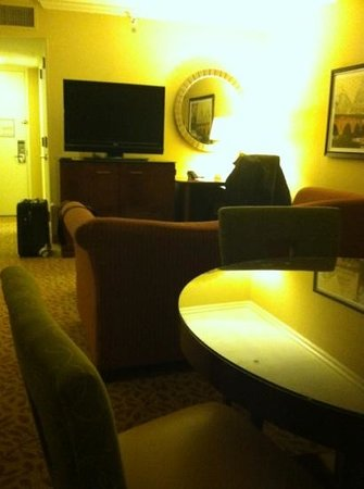 Marriott Crystal Gateway: lounge of junior suite