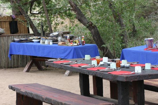 Tanda Tula Safari Camp:                   Bush Breakfast