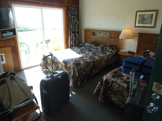 The Yachats Inn: room