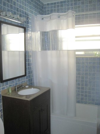 Suites on South Beach Miami: Bathroom