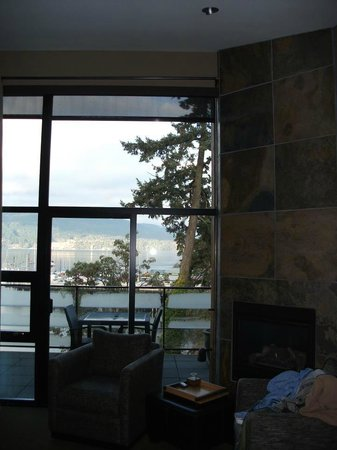 Brentwood Bay Resort & Spa:                   In room fireplace