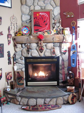 Greenwood Country Inn Bed and Breakfast: New displays in the Fireside Lounge