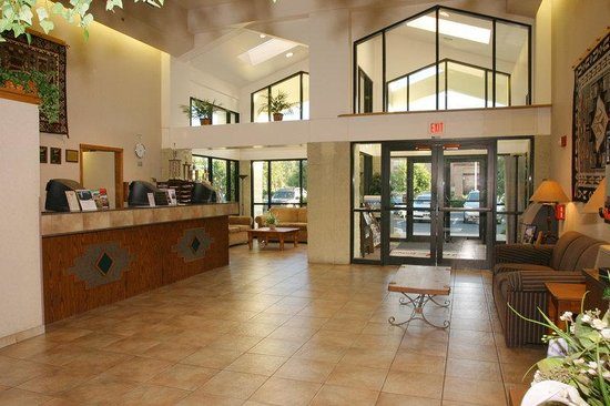 Red Feather Lodge: Lobby view