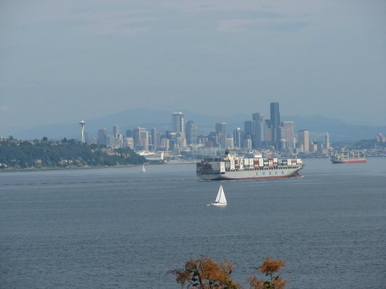 Skiff Point Guest House: View of Seattle from the Loft Suite &amp; Carriage House