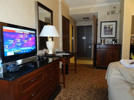 Hilton DFW Lakes Executive Conference Center:                   Spacious room!