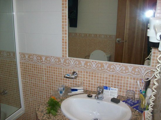 Tribuna Malaguena Hotel: bagno vista frontale