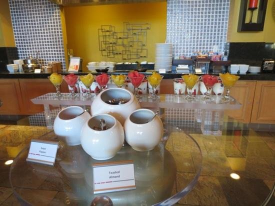 Newport Beach Marriott Hotel & Spa: breakfast buffet