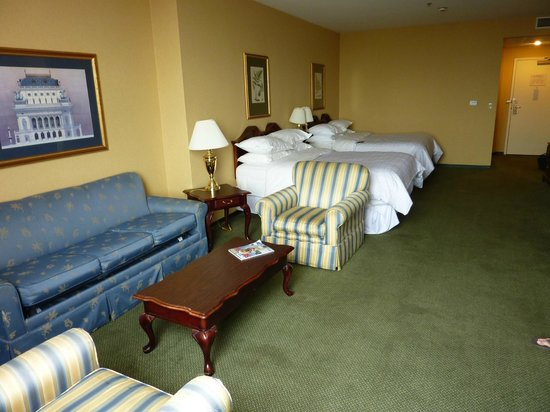 Sheraton City Center St. Louis: Guest Room
