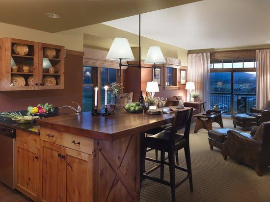 Victor, ID: 1BedroomSuite-Kitchen