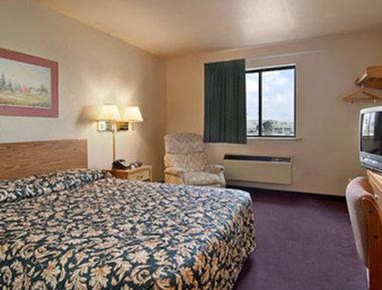 Super 8 Springfield South: Standard King Bed Room