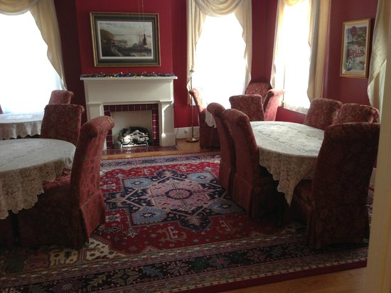 Devereaux Shields House:                   Aunt Clara's Cottage Dining Room (Devereux Shields)