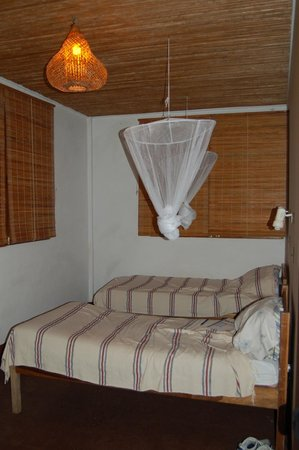 La Mariposa Spanish School and Eco Hotel:                   typical room with mosquito netting
