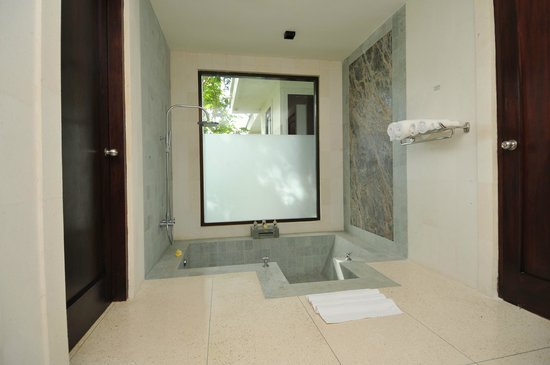 Dabirahe at Lembeh Hills Resort: Cliff Villa Bathroom