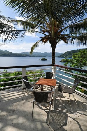 Dabirahe at Lembeh Hills Resort: Restaurant Balcony