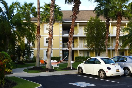 Sunshine Suites Resort: View of right side of the property