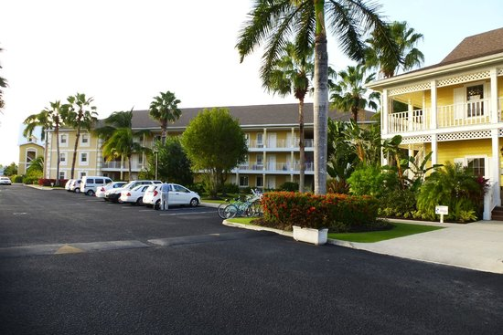 Sunshine Suites Resort: View of the left side of the property