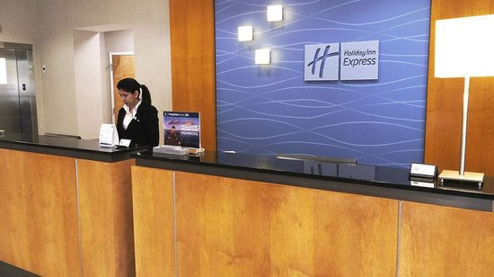 Holiday Inn Express Hotel & Suites Stamford: Reception Area