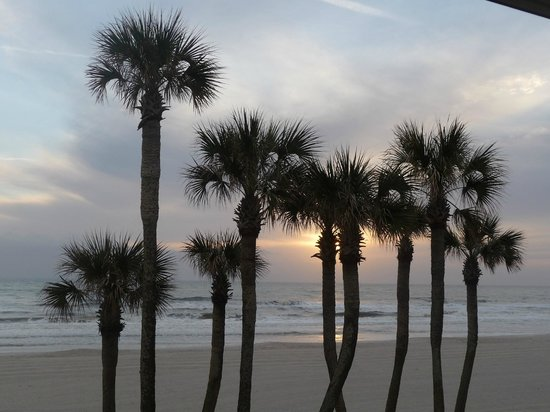 Hampton Inn Jacksonville/Ponte Vedra Beach-Mayo Clinic Area: Sunrise from the guest room balcony