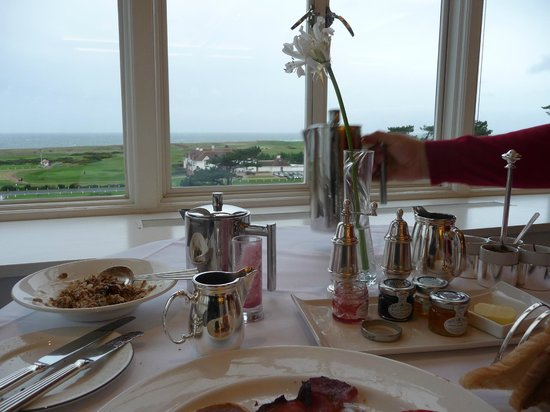 Turnberry, A Luxury Collection Resort, Scotland: Lovely view from breakfast