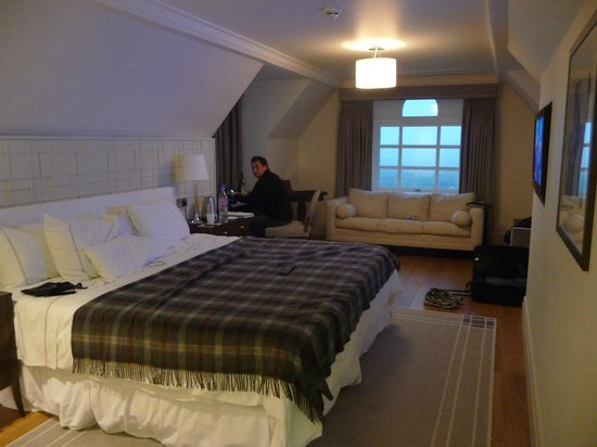 Turnberry, A Luxury Collection Resort, Scotland: Cozy &amp; comfortable guest room