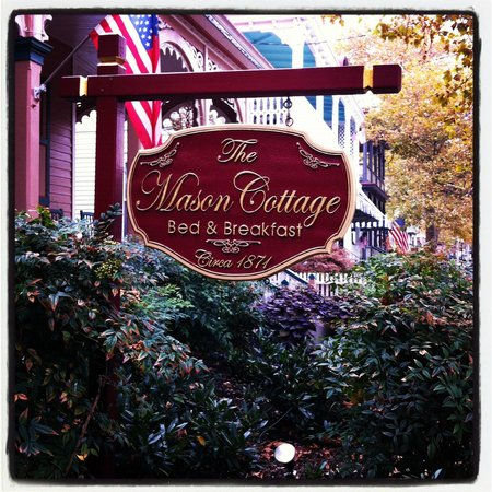 The Mason Cottage Bed & Breakfast Inn:                   Outdoor Sign