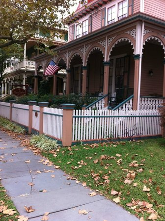 The Mason Cottage Bed & Breakfast Inn:                   A View from down the block