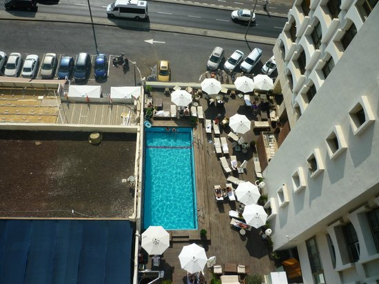 Park Plaza Orchid Tel Aviv:                   Small outdoor pool