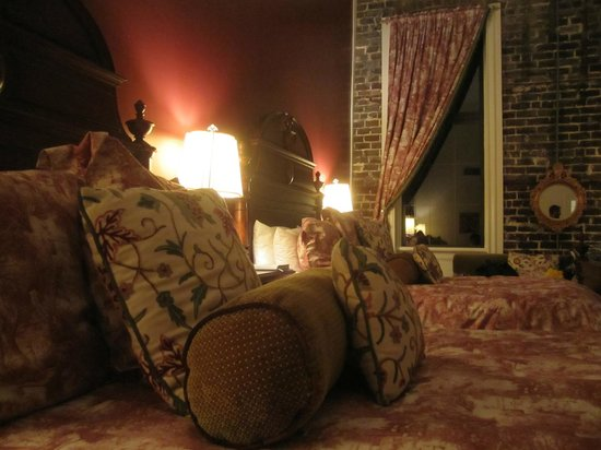 East Bay Inn: Hunted double room