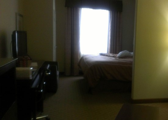Comfort Suites Waxahachie:                   Looking toward the window.