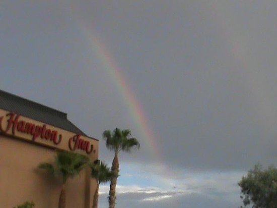 Hampton Inn Phoenix/Mesa: Rainbow visible when we pulled up!