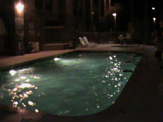 Hampton Inn Phoenix/Mesa: Warm pool at night