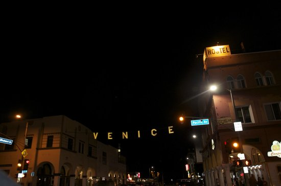 Venice Beach Cotel:                   the street where the cotel is