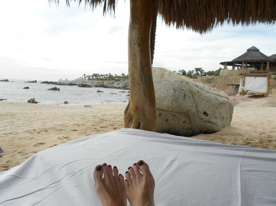 Esperanza - An Auberge Resort:                   cabana at the beach