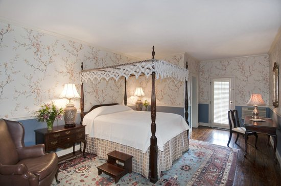 The Meeting Street Inn: standard queen bedded room
