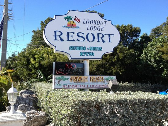 Lookout Lodge Resort: The entrance sign