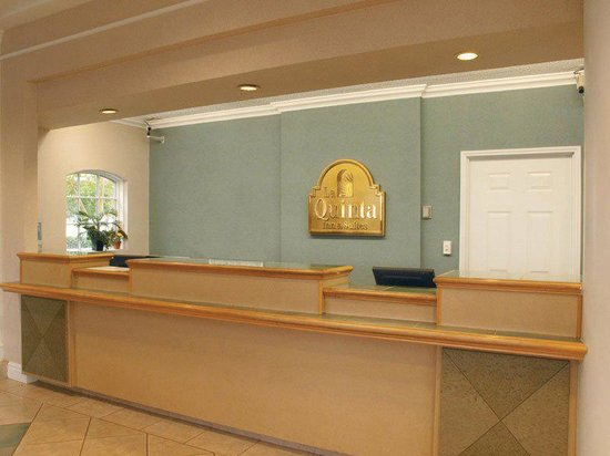 La Quinta Inn & Suites Myrtle Beach Broadway Area: Front Desk