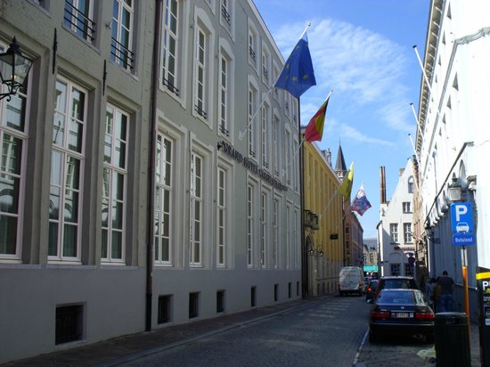Grand Hotel Casselbergh Bruges: Front of the hotel