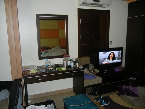 Lavender Home Furnished Apartments: door conects to other apartment, you rear everything !!