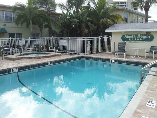 Siesta Beach Resort & Suites: Heated pool and hot tub