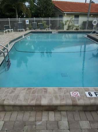 Siesta Beach Resort & Suites: Heated pool