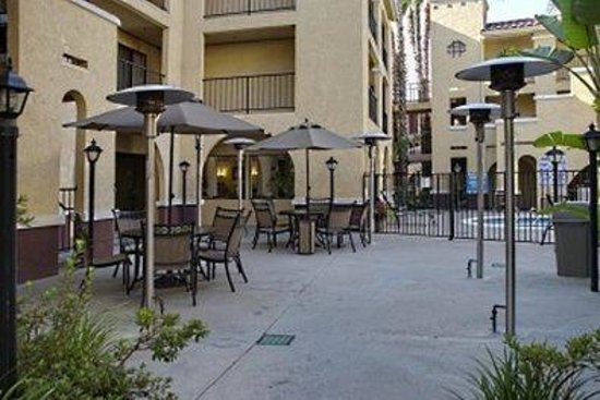 Moreno Valley, CA: Outdoor Pool Patio Area