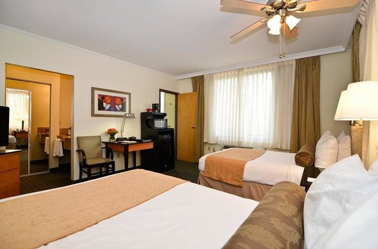BEST WESTERN PLUS St. Charles Inn: Guest Room