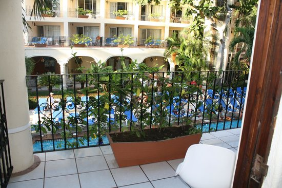 Playa Los Arcos Hotel Beach Resort & Spa:                   from our balcony,we could see the ocean when you look to the left