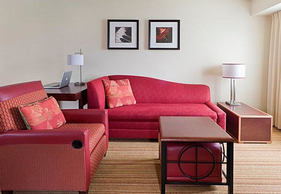 Residence Inn Peoria: Suite  Living Room