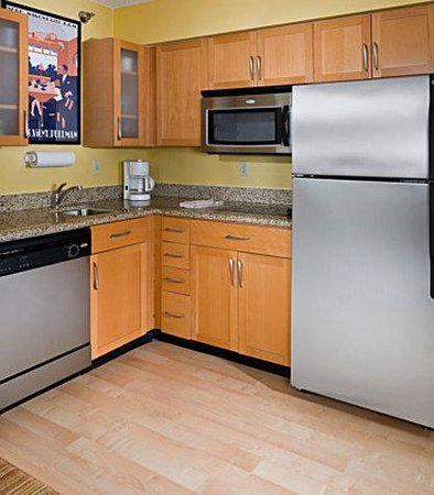 Residence Inn Peoria: Suite  Kitchen
