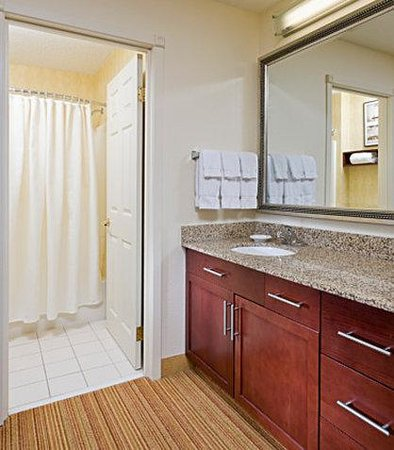 Residence Inn Peoria: Suite Bathroom