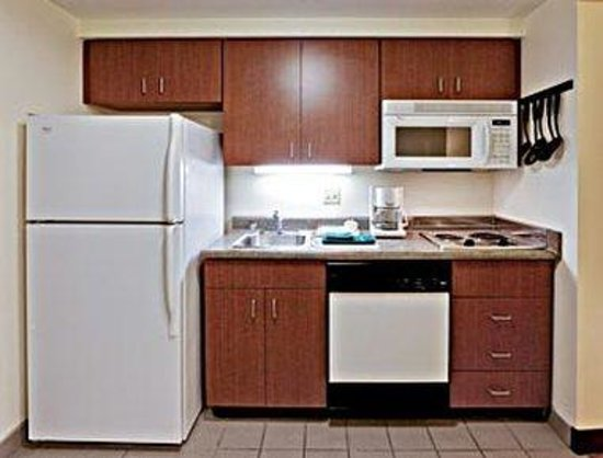 Hawthorn Suites by Wyndham Louisville East: Deluxe Kitchen