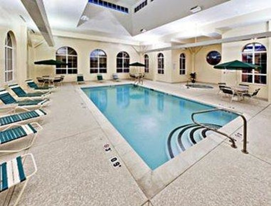 Hawthorn Suites by Wyndham Louisville East: Pool