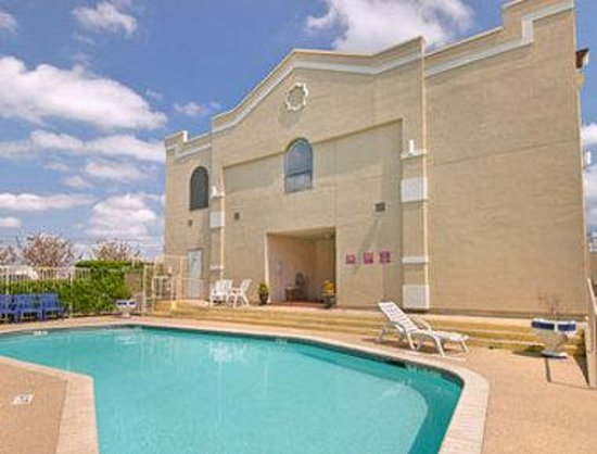 Baymont Inn Killeen: Pool